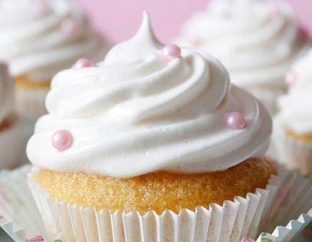 چگونه کاپ کیک وانیلی اسفنجی با کرم کره تهیه کنیم ؟