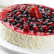چگونه کیک اسفنجی توتفرنگی و تمشک درست کنیم ؟