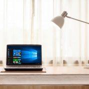 چگونه قابلیت روشنایی تطبیقی صفحه نمایش را فعال کنیم؟