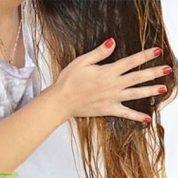 چگونه با استفاده از روغن زیتون موهای سالم و زیبا داشته باشیم؟