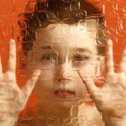 چگونه کودک مبتلا به اوتیسم را تشخیص دهیم؟