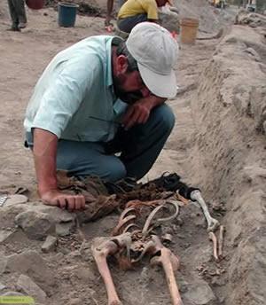 چگونه کسی باستان شناس می شود ؟