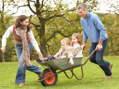 چگونه با خانواده خود در خانه شاد باشیم؟