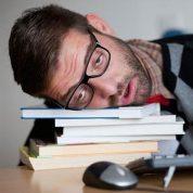 چگونه برای رسیدن به موفقیت بر خستگی و کسالت غلبه کنیم؟؟؟