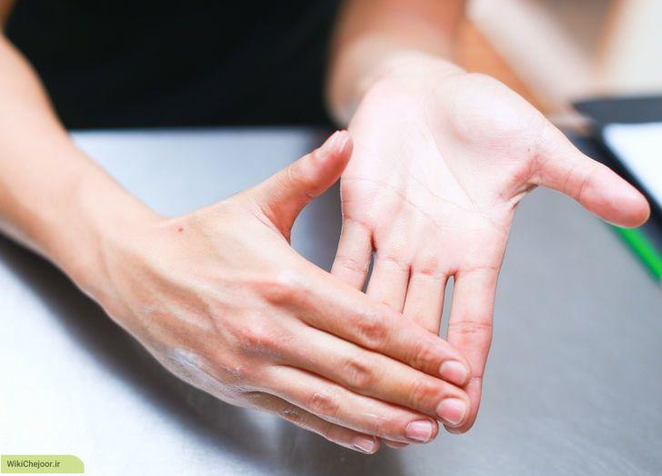 aid424735-728px-give-yourself-a-hand-massage-step-3
