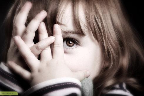 چگونه با کودکان خجالتی وکمرو رفتارصحیح داشته باشیم؟
