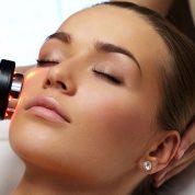 چگونه پوست صورت را با لیزر لایه برداری کنیم؟