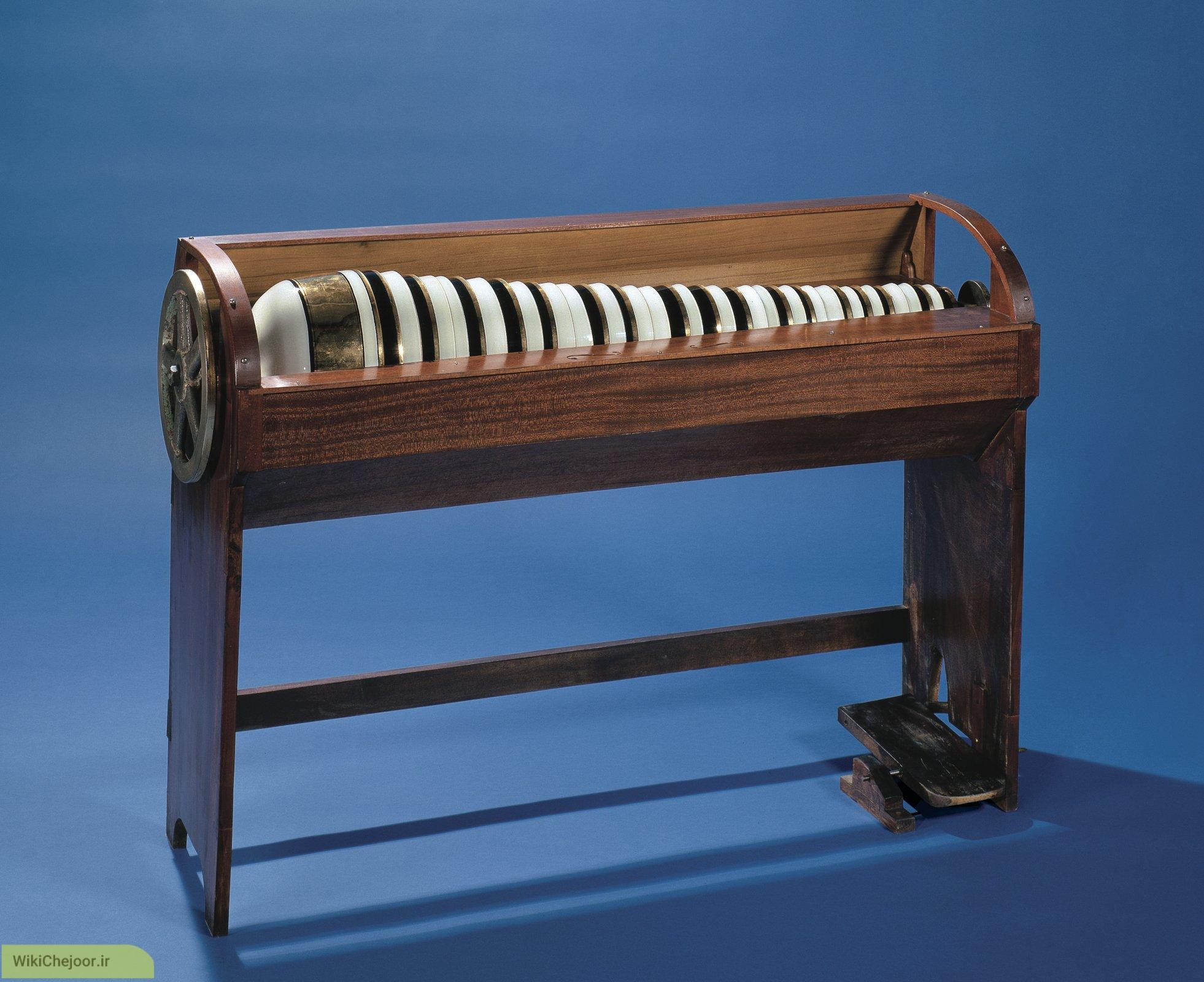 چگونه ساز Glass harmonica ساخته شد؟