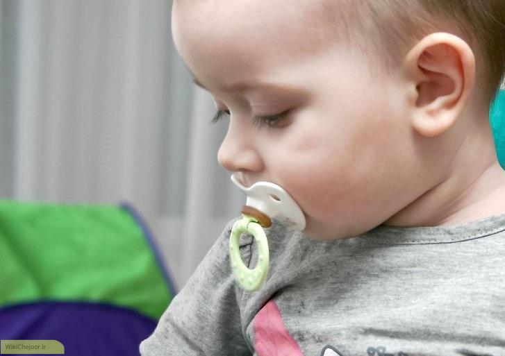 چگونه می توان یک کودک را از پستانک خوردن گرفت؟