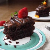 چگونه کیک شکلاتی(کیک خیس)درست کنیم؟