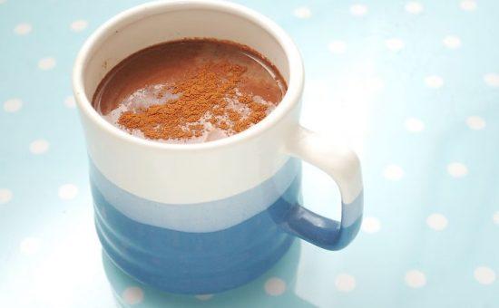 چگونه نوشیدنی شکلات با طعم دارچین درست کنیم؟