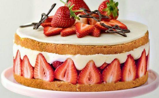 چگونه کیک توت فرنگی درست کنیم؟