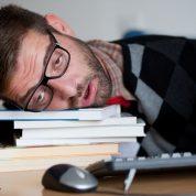 چگونه بر خواب آلودگی بعد از ظهرها غلبه کنیم؟