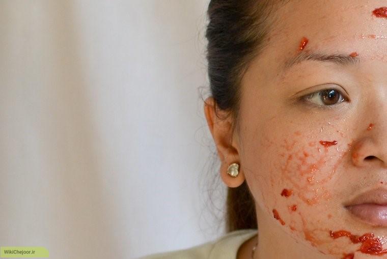 مراحل درست کردن ماسک صورت با عسلو توت فرنگی