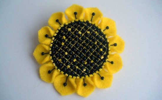 چگونه گل آفتابگردان نمدی درست کنیم؟