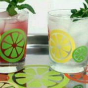 چگونه لیوان ساده را با طرح برش میوه تزئین کنیم؟