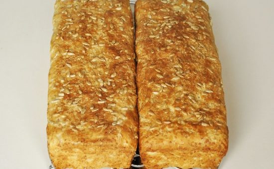 چگونه نان جو آفتابگردان در خانه بپزیم؟