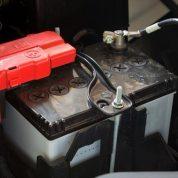 چگونه باطری ماشین را عوض کنیم؟