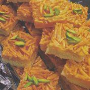 چگونه شیرینی اسلایس ملکه بادام درست کنیم؟