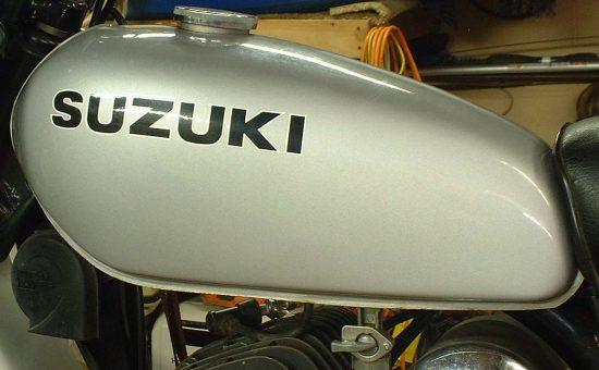 چگونه سوراخ مخزن بنزین پلاستیکی موتورسیکلت را بگیریم؟