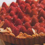 چگونه تارت توت فرنگی و ماسکارپونه درست کنیم؟