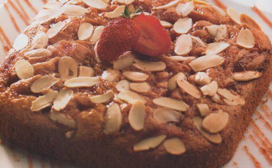 چگونه کیک عصرانه توت فرنگی درست کنیم؟
