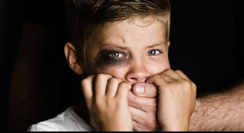 چگونه با کودکی که مورد سوءاستفاده جنسی قرار گرفته رفتار کنیم؟